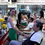 Choáng nhân viên quán gội đầu xinh như Hot girl ở Sài Gòn