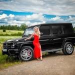 Chân Dài váy đỏ gợi cảm bên SUV to lớn Mercedes G63 AMG