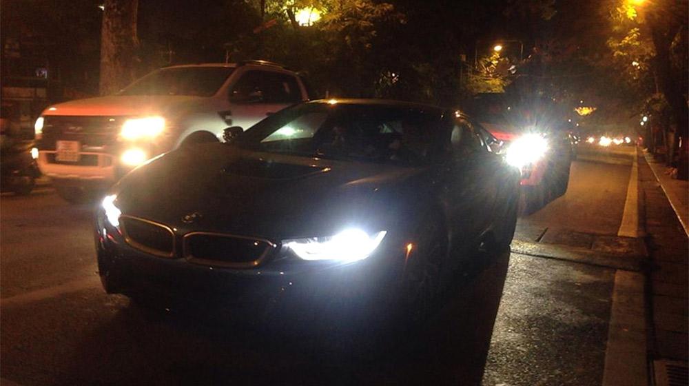 BMW-i8-tren-duong-pho-ha-noi-baoxehoi