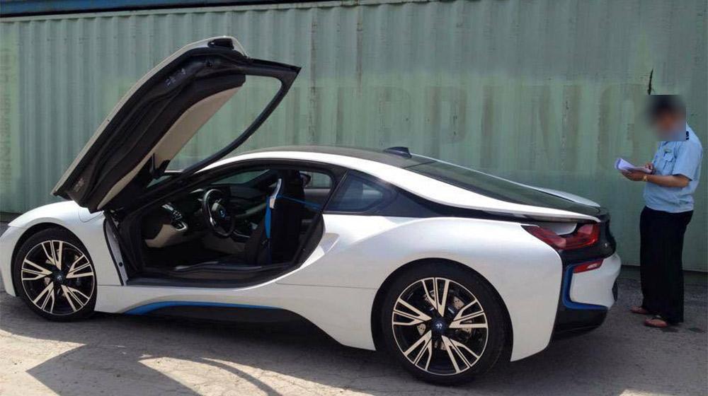 sieu-xe-BMW i8-cua-dai-gia-ha-noi