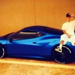 Justin Bieber độ siêu xe màu xanh mờ độc đáo