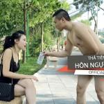 Video Hài dùng tiền gạ gái cho hôn và cái kết bất ngờ