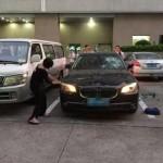 Bị bắt quả tang ngoại tình vợ đập nát BMW của chồng