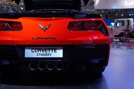 ngam-duoi-sieu-xe-corvette
