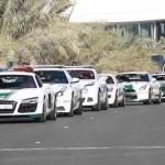 Cảnh sát Dubai diễu hành dàn siêu xe quanh phố