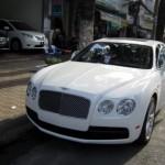 Ngắm xe siêu sang Bentley Flying Spur V8 trên đường Sài Gòn