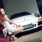 Người đẹp khoe dáng cùng xe thể thao Porsche 911 Carrera 4S