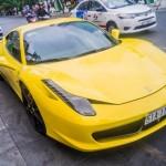 Siêu xe Ferrari 458 italia màu vàng tái xuất ở Sài Gòn
