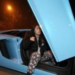 Choáng nữ đại gia trẻ tuổi đi Lamborghini cho tiền người nghèo