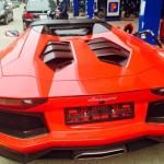 Siêu xe Lamborghini Aventador mui trần đi bơm xăng ở Hải Phòng