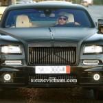 Depay lái xe siêu sang Rolls royce ghost bị phạt