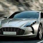 Siêu xe Aston Martin One-77 trên phố bị săn đuổi