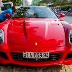 Siêu xe Ferrari 599 của đại gia cà phê Trung Nguyên trên phố