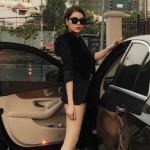 Quế Vân khoe chân dài bên xe sang Mercedes C250