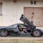 Siêu mẫu khoe cơ thể bên siêu xe McLaren P1