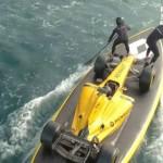 Siêu xe đua F1 Renault lướt sóng nguy hiểm trên biển