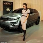 Vợ Beckham bán xe sang Range Rover Evoque đầu tiên trên thế giới