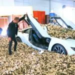 Bóc mẽ vụ siêu xe BMW i8 đâm vào nhà máy giấy vệ sinh
