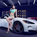 Người đẹp ngực khủng sợ hãi khi ngồi lên siêu xe tốc độ cao