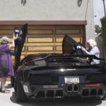 2 cụ bà chịu chơi lái siêu xe Lamborghini sành điệu