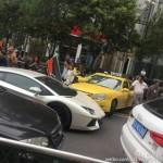 Taxi cũ đâm vào siêu xe Lamborghini Aventador