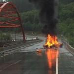 Siêu xe Lamborghini Gallardo LP560-4 cháy tan nát trên xa lộ