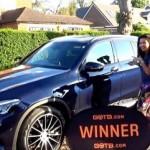 Hai vợ chồng trúng thưởng 2 siêu xe giá chục tỷ đồng