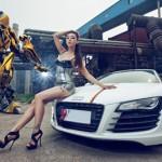 Chân dài khoe vẻ đẹp bên siêu xe Audi R8 trắng