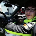 Xem cậu bé 13 tuổi lái siêu xe Bugatti Veyron rất nhanh