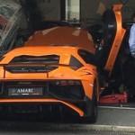 Mang siêu xe Lamborghini Aventador SV đi chụp ảnh gặp tai nạn