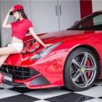 Ngắm vẻ đẹp chân dài cực xinh cùng siêu xe Ferrari F12 Berlinetta