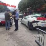 Cặp siêu xe Ferrari 488 GTB gặp nạn vì tránh chó chạy qua đường