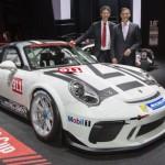 Cặp xe siêu sang Porsche Panamera 4 E-Hybrid và 911 GT3 cup trình làng