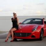 Chân dài nóng bỏng lái siêu xe Ferrari California T