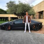 Ronaldo khoe siêu xe Lamborghini Aventador đen mờ