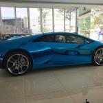 Siêu xe Lamborghini Huracan dán đề can Chrome xanh tuyệt đẹp