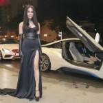 Diệp Lâm Anh được bạn trai tự lái siêu xe BMW i8 đưa đến sự kiện