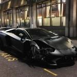 Siêu xe Lamborghini Aventador SV đua trên phố tai nạn nát đầu
