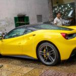 Ngắm siêu xe Ferrari 488 GTB màu vàng rực rỡ ở Hà Nội