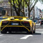Siêu xe Lamborghini Aventador SV mui trần độ màu vàng đen độc đáo