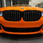 Xe siêu sang BMW 750i màu da cam cực thể thao