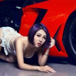 Chân dài xinh đẹp ngây thơ khoe dáng với siêu xe Lamborghini Aventador