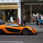 Siêu xe cực hiếm McLaren P1 LM màu da cam trên phố Anh