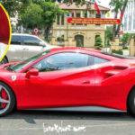 Tuấn Hưng lái siêu xe Ferrari mới trên đường Hà Nội