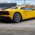 Siêu xe Lamborghini Aventador S ở Sài Gòn phóng vào gara cũng tóe lửa pô