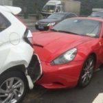 Bị siêu xe Ferrari đâm đuôi xe, chàng trai hiền hòa khi thấy nữ chủ nhân xinh đẹp