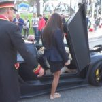 Choáng đại gia đi siêu xe Lamborghini mui trần khiến 2 chân dài tự xin theo