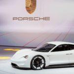Siêu xe điện Porsche Mission E rất mạnh mẽ và đẹp