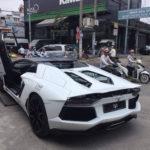 Lamborghini Aventador mui trần màu trắng về tay chủ ở Sài Gòn