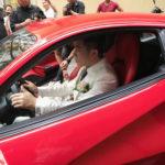 Ca sĩ Lâm Vũ lái siêu xe Ferrari của Tuấn Hưng đi rước dâu